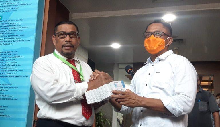 Gubernur Maluku Serahkan 1.200 Dus Herbal Kepada Gustu