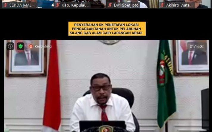 Akhirnya, Gubernur Maluku Teken dan Serahkan SK Penetapan Lokasi Kilang LNG