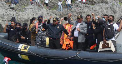 Gubernur Maluku Kibarkan Merah-Putih di Perbatasan Indonesia-Australia