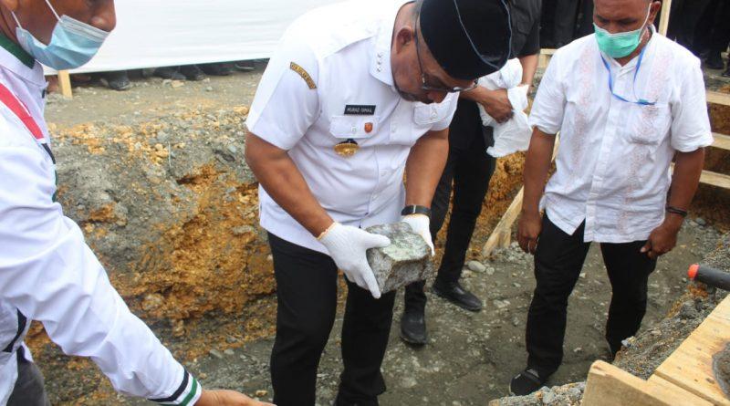 Gubernur Maluku Letakkan Batu Pertama Pembangunan Masjid Agung Nurul Yasin SBB